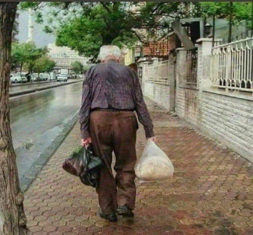 ليت الآباء لا يشيبون و لا يمرضون و لا يحزنون و لا يرحلون . #دمشق_الشام  #الزمن_الجميل