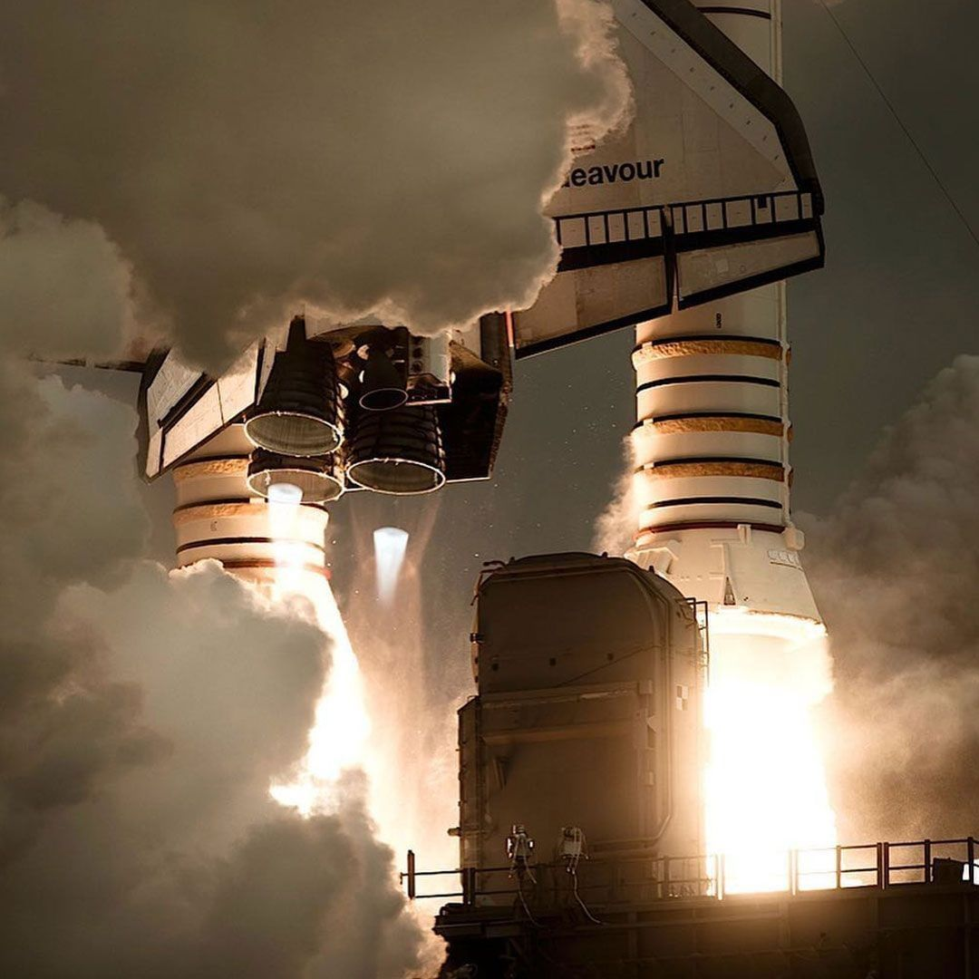 A gorgeous picture of Space Shuttle Endeavor lifting off!