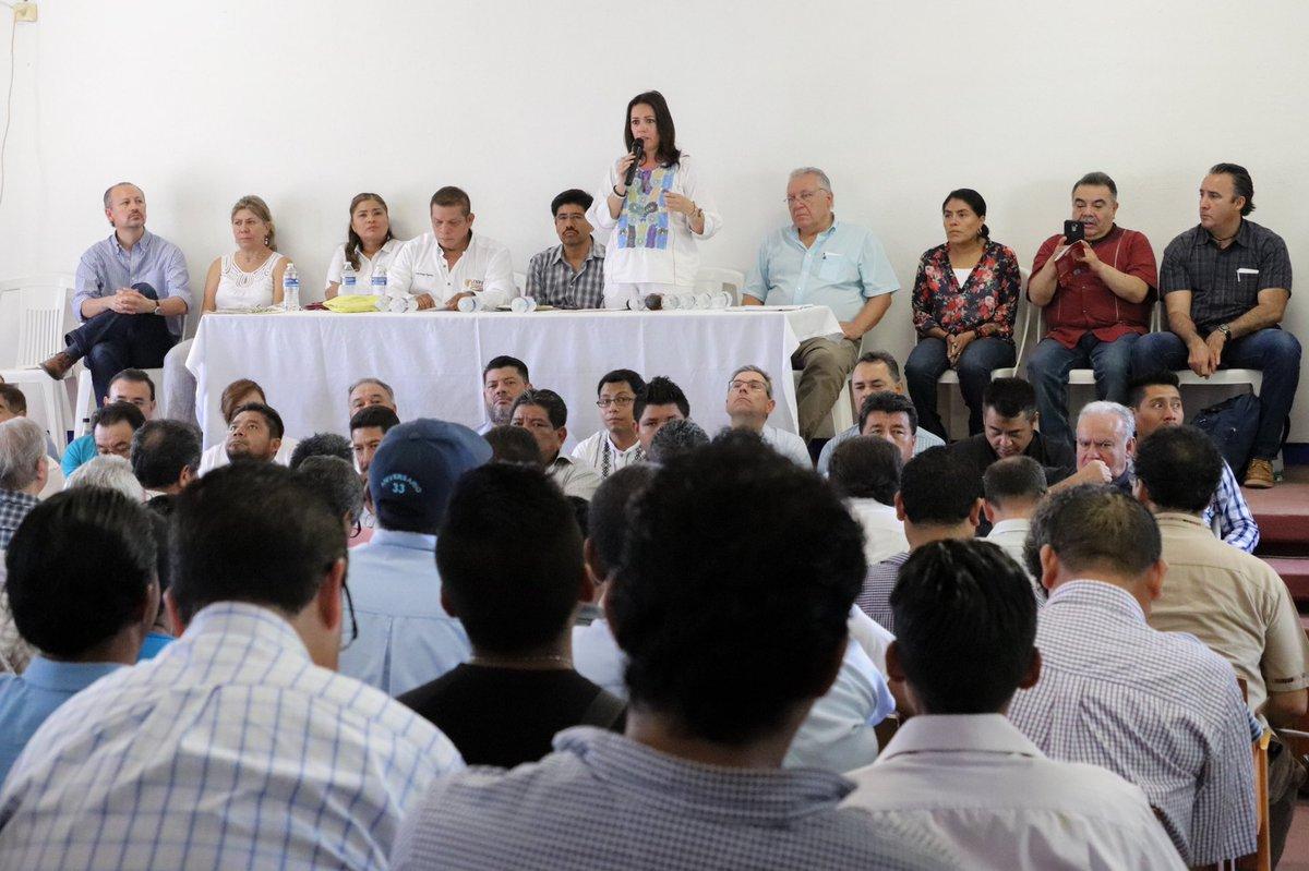 Junto a representantes del @GobOax y el @GobiernoMX asiste la secretaria de la SEPIA a Santiago Laollaga #Oaxaca, a la Reunión de Seguimiento y Verificación de Acuerdos sobre el Programa para el Desarrollo Integral del Istmo de Tehuantepec.  @alejandromurat