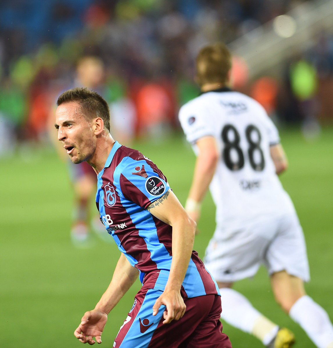 What a match!! 🙌🏻 Last game at home, full house, amazing atmosphere and great win! 💪🏻 One last game to go and anything can happen. Let's focus so we can end up big. ✌🏻💙❤️ #trabzonspor🔵🔴 #turkey🇹🇷 #jp47 #portugal🇵🇹