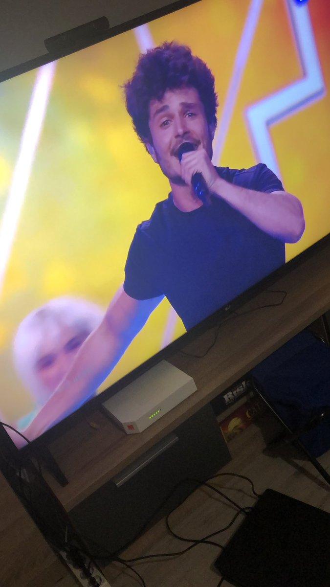 VAMOS MIKI!!!! VAMOS ESPAÑA!!!!! 🇪🇸 🇪🇸 #eurovisionrtve #Eurovision2019 https://t.co/oOIoXWhjJC