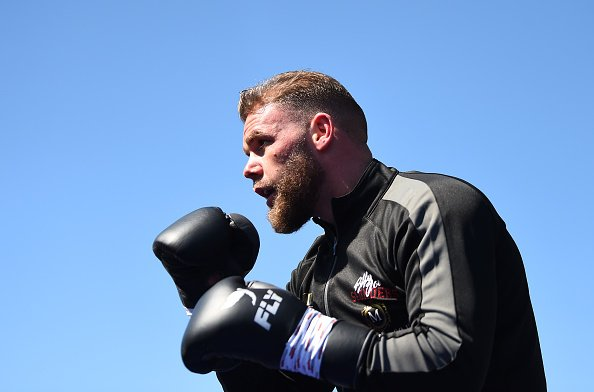 Not long now.It's Billy Joe Saunders v Shefat Isufi for the vacant WBO world super-middleweight title.Listen to @5liveSport and follow live text here: https://bbc.in/30sXBSN #bbcboxing