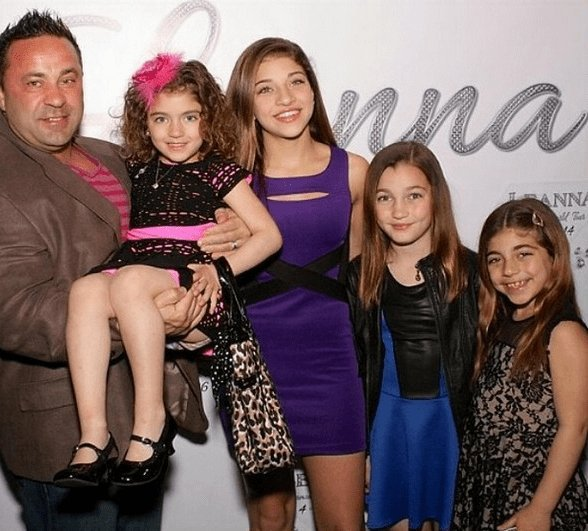 Joe Giudice is a family man. He is a devoted son, father, uncle, husband &amp; friend to many. This man needs to be allowed to stay in the U.S.A! He has severed his time, made some positive changes in his life and all he wants to do is come home to his family. Please make it happen! <br>http://pic.twitter.com/7LLrJLyBoz
