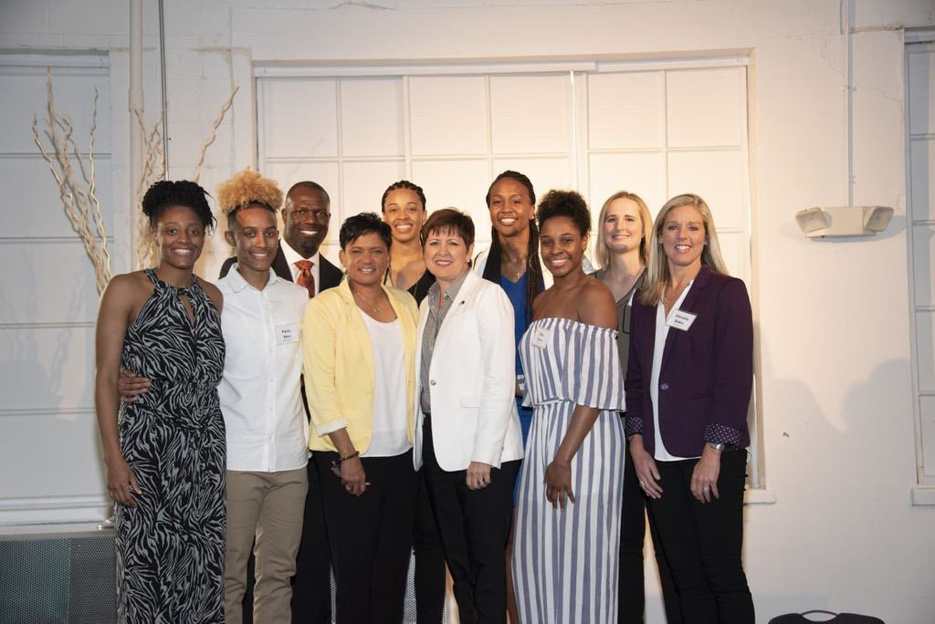 It was an honor to attend the Catch The Stars Scholar Athlete Dinner on Friday evening and watch @Catchin24's foundation @Catchthestars24 recognize various student athletes who have excelled academically & athletically while also contributing to their communities!  #AllForLove