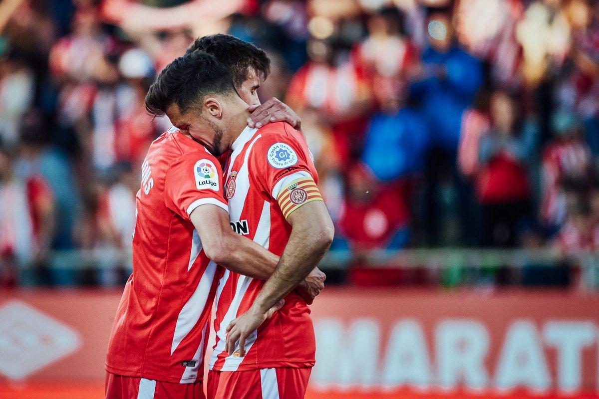 Los jugadores del Girona, tras perder ante el Levante.
