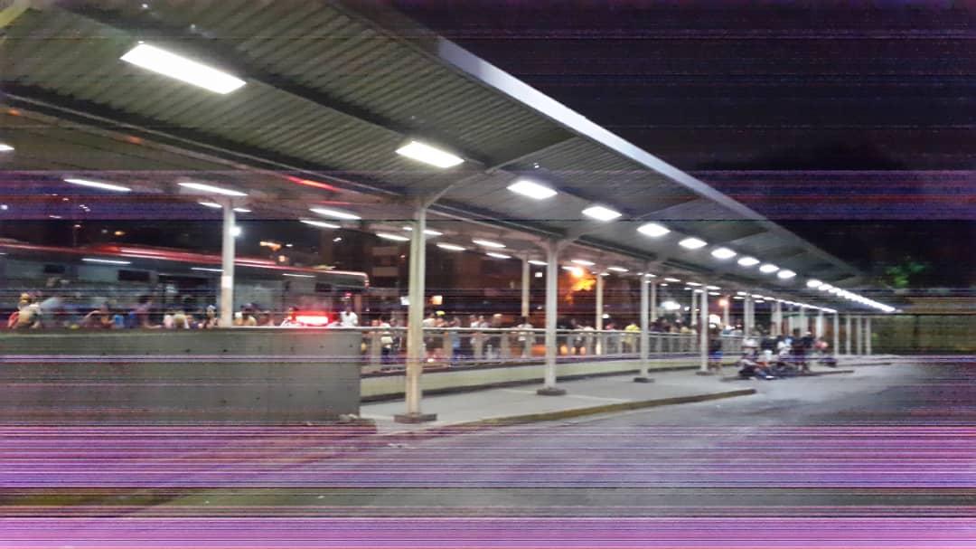 ¡NoEsCuento! Así luce la estación la #PAZ luego de los trabajos efectuados el día de hoy #18May por la Clase Obrera trabajadora del #MetroDeCaracas. #UnPaísSeConstruyeTrabajando #GranMisionTransporteVenezuela @NicolasMaduro