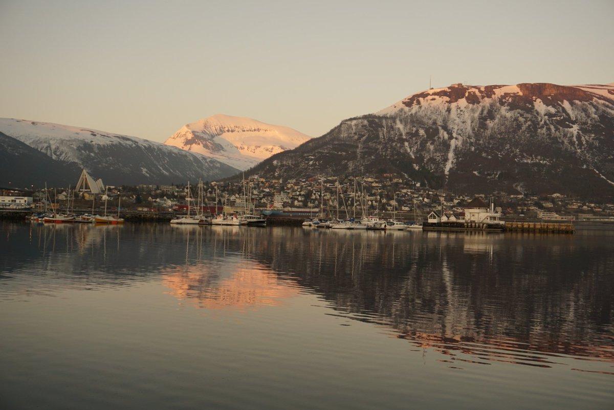 Gaur eguzkia 45 minutuz sartuko da Tromsøn eta berriro irtetzean uztailera arte egongo da sartu barik 🌅 https://t.co/IR78Uusl8M
