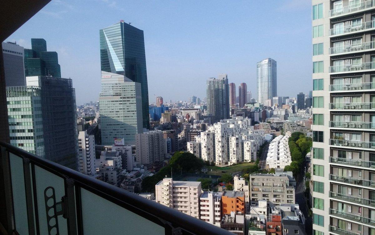 おはようございます。今朝も晴れの東京赤坂です。今日も在京の任務に当たります。鹿児島県屋久島の人命救助に係る災害派遣は現在人員約550名車両約80両ヘリ8機艦艇1隻体制です。現地天候の回復待ちで待機しています。