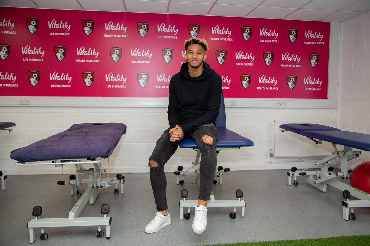 Rise and shine 🌅 Start your Sunday with exclusive access of @lloydkelly4s first day at Vitality Stadium! 👀 Access all areas 👀 #afcb 🍒