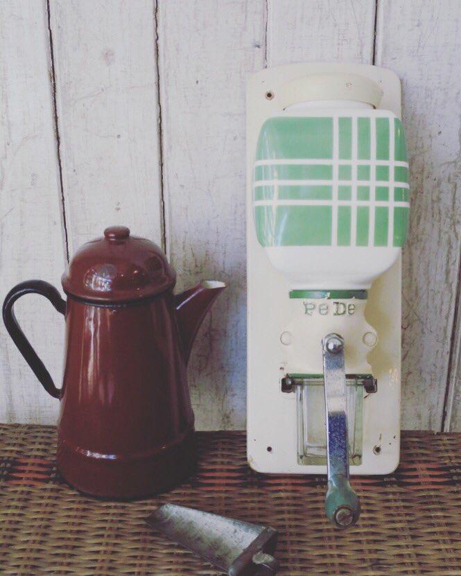 【オンラインショップ Recommended】 zt-0918 コーヒーミル 壁付け PEDE ペデ   ・ ・ ★商品詳細はプロフィールのオフィシャルサイトリンク→オンラインショップからもご覧頂けます。  #コーヒーミル #アンティークコーヒーミル #カフェ #カフェ風インテリア #キッチン用品