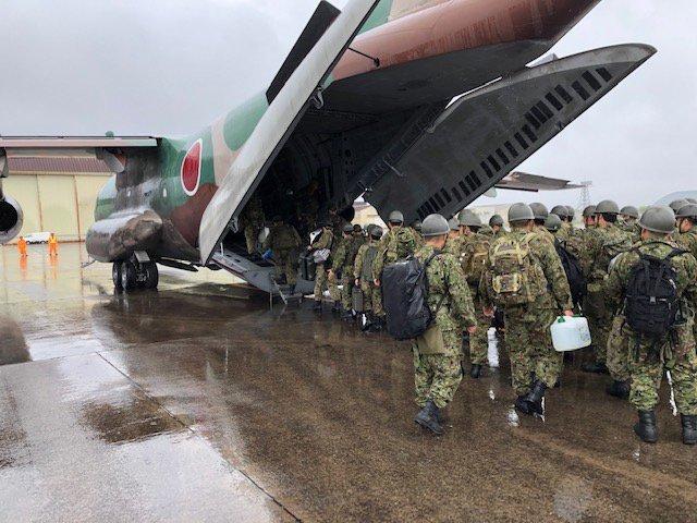 【#災害派遣】#FastForce鹿児島県屋久島における豪雨による孤立者の救助等に係る災害派遣において19日午前中、陸自第8師団が空自第2輸送航空隊のC-1により屋久島に向かいました。