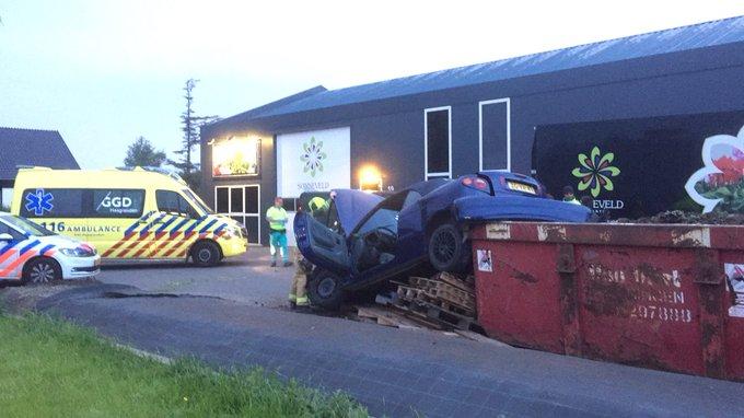 Ongeluk eenzijdig aande Molenbroeklaan Honselersdijk. Alleen materiële schade, geen gewonde https://t.co/J3MeiIJOdQ