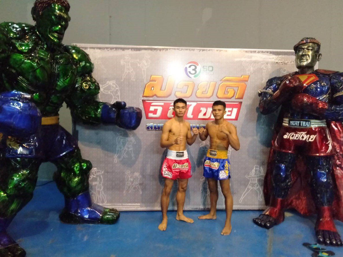 Less than an hour away from LIVE #AbsoluteMuayThai!  These guys are ready to throw down!