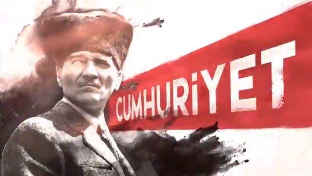 """19 Mayıs 1919'da Samsun'a yanaşan vapurun hep doğruyu gösteren bir pusulası vardı ve üzerinde """"Egemenlik Kayıtsız Şartsız Milletindir"""" yazıyordu. O pusula """"Cumhuriyet""""ti. #19MAYIS1919"""