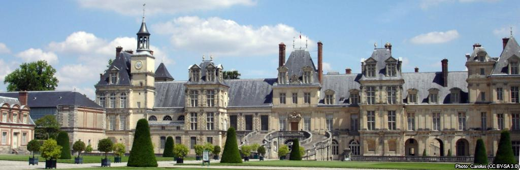 """DYK: Napoléon once called the Château de Fontainebleau """"the true home of kings, the house of ages"""". 🏰 It was added to the UNESCO #WorldHeritage list in 1981. Learn more☞ fdip.fr/l6gp2P9D #Get2KnowFrance @CFontainebleau"""
