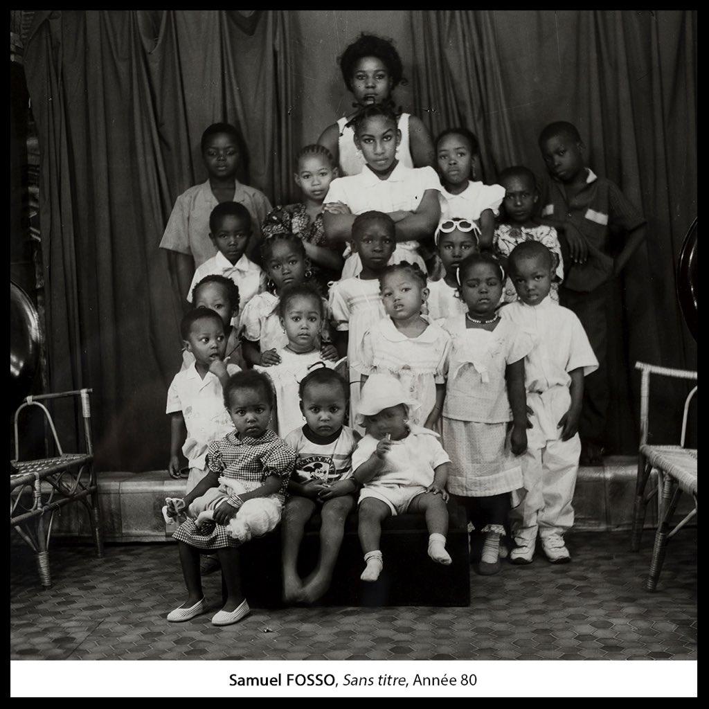 En groupe, entre amis, avec l'école ou en famille... On aime toujours les portraits photos ! #FriendsMW #MuseumWeek A ses débuts, le #photographe #SamuelFosso a ouvert son #studio en 1975. Sa devise : «Vous serez beaux, chic, délicat et facile à reconnaître»