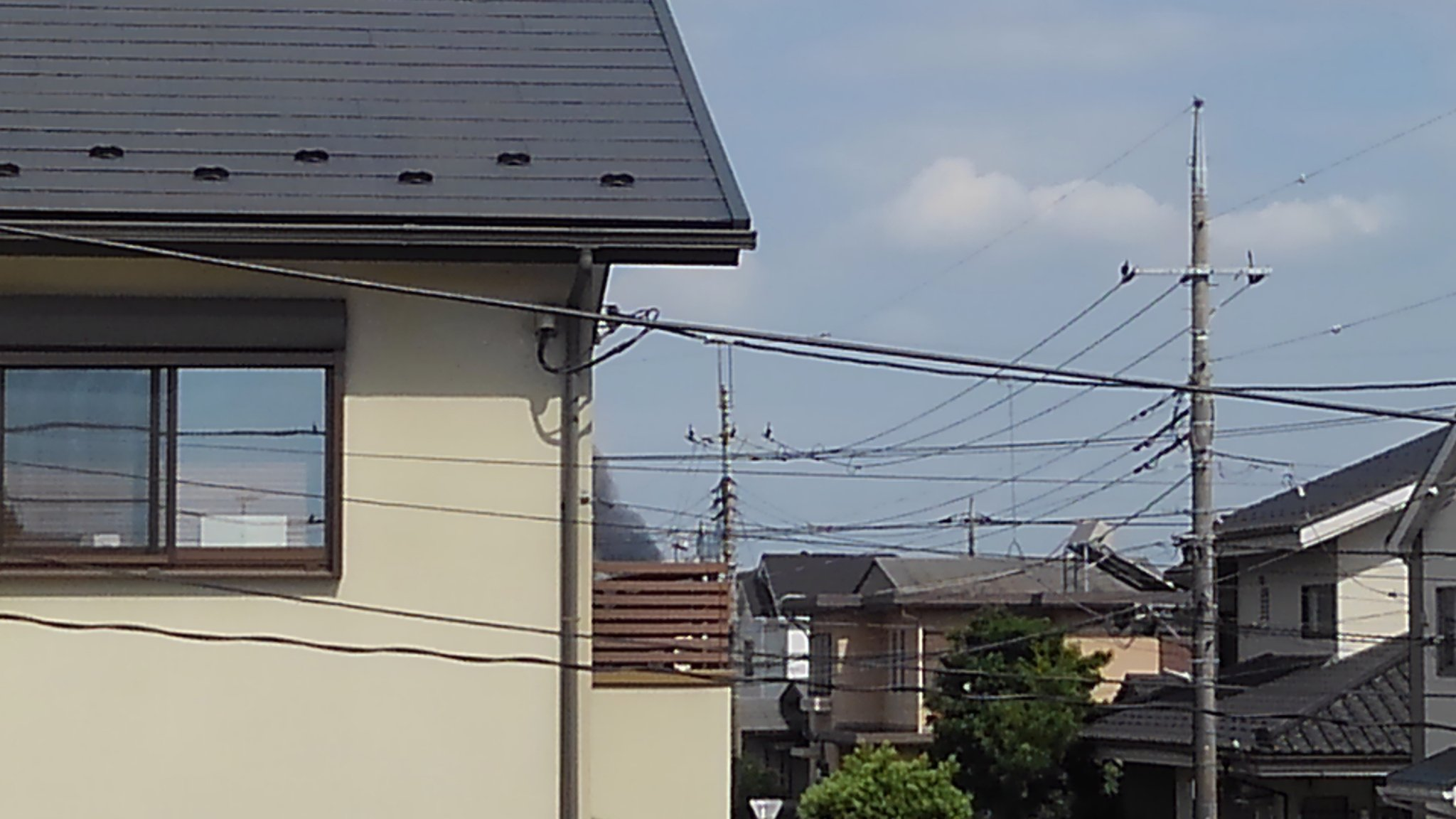 画像,埼玉県の中央小?当たりで煙出てる火事ですかねもう消防車とかが出動してる https://t.co/tjrJ6fmn69…