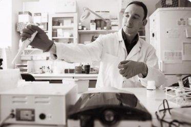 Idag på mag- och tarmdagen lyfter vi forskaren som vill bidra till en bättre livskvalitet för patienter med inflammatoriska tarmsjukdomar och på längre sikt även till bättre mediciner mot sjukdomarna.   #tarmsjukdom #worldibdday #throwbackresearch   https://liu.se/nyhet/cellsignalering-och-reparation…