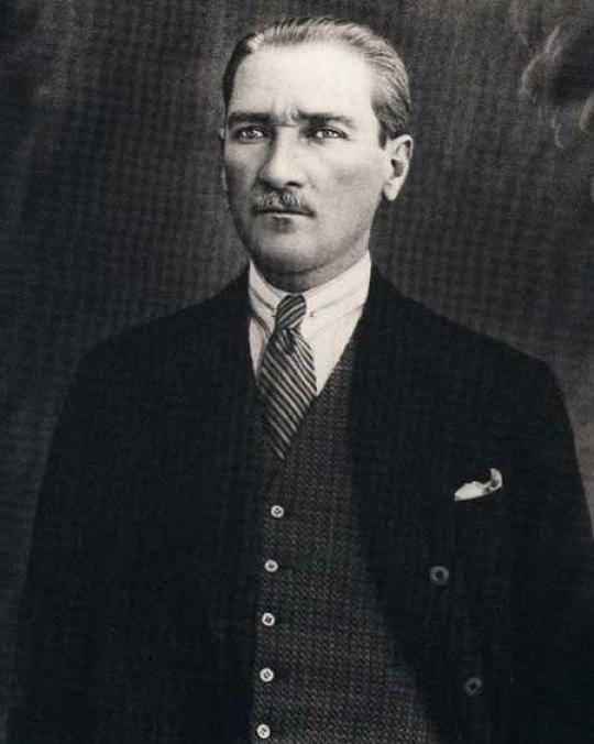 19 Mayıs Atatürk'ü Anma, Gençlik ve Spor Bayramımız kutlu olsun! #19mayıs https://t.co/N9VOO84Ydt