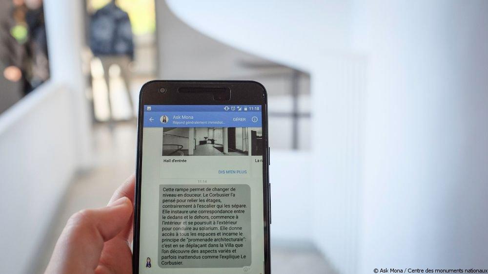 Les robots, nouveaux meilleurs amis de l'homme ? 🤖 💬 Demandez des conseils de sortie au chatbot @askmonaparis. 👀 Visitez la #VillaKérylos à distance avec @Awabot, ou le @chateauoiron avec #Norio ! #FriendsMW #MuseumWeek
