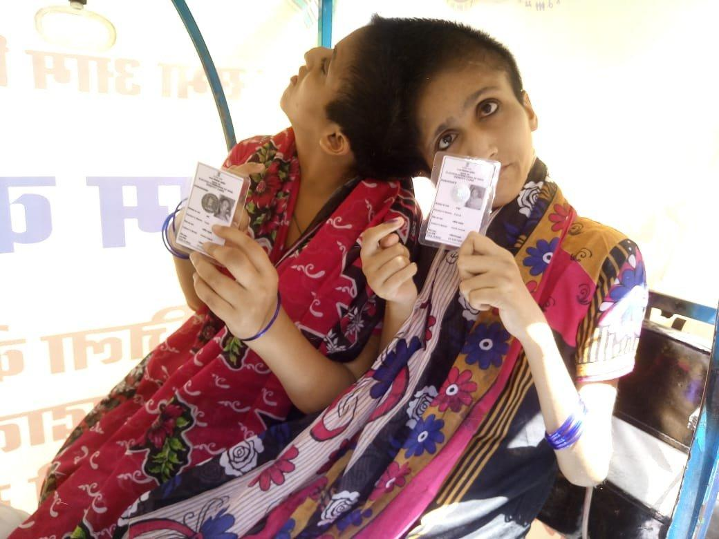 Patna: Conjoined sisters Saba & Farah cast their votes as separate individuals with independent voting rights for the first time. #Bihar #LokSabhaElections2019  (Pictures courtesy- Election Commission)