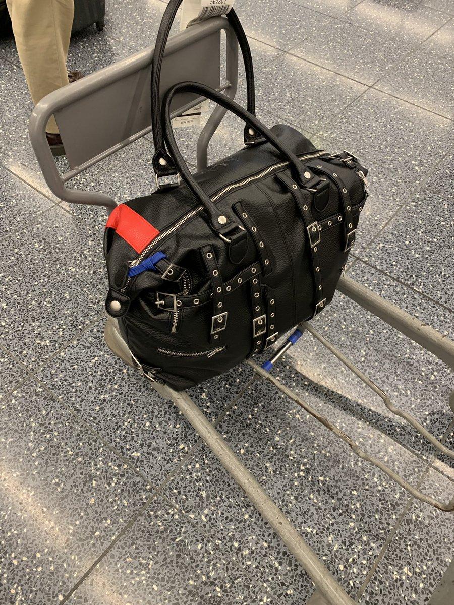 test ツイッターメディア - 札幌ツアー、心から感動した…!空港でも駅でも目に映る100人中、93人くらいの人が「嵐」のバッグ持ってた旅。ノーナでもあんな大きさのバック作りたいと思いつつ、今回は自分がプロデュースしたマイケルの『BAD』バッグで密かにアピール! 次は5月25日(土)ソールドアウト寸前の福岡 DRUM SONだー! https://t.co/OO9PNWVrRu