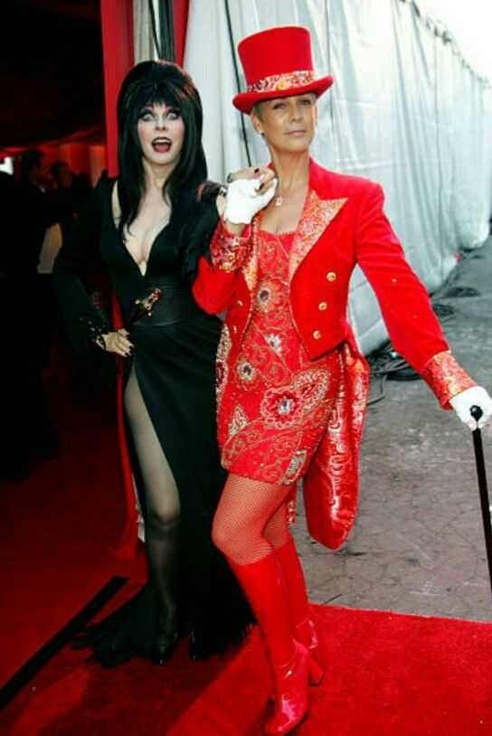 Jamie Lee Curtis with Elvira. <br>http://pic.twitter.com/NUayCr2Ctn