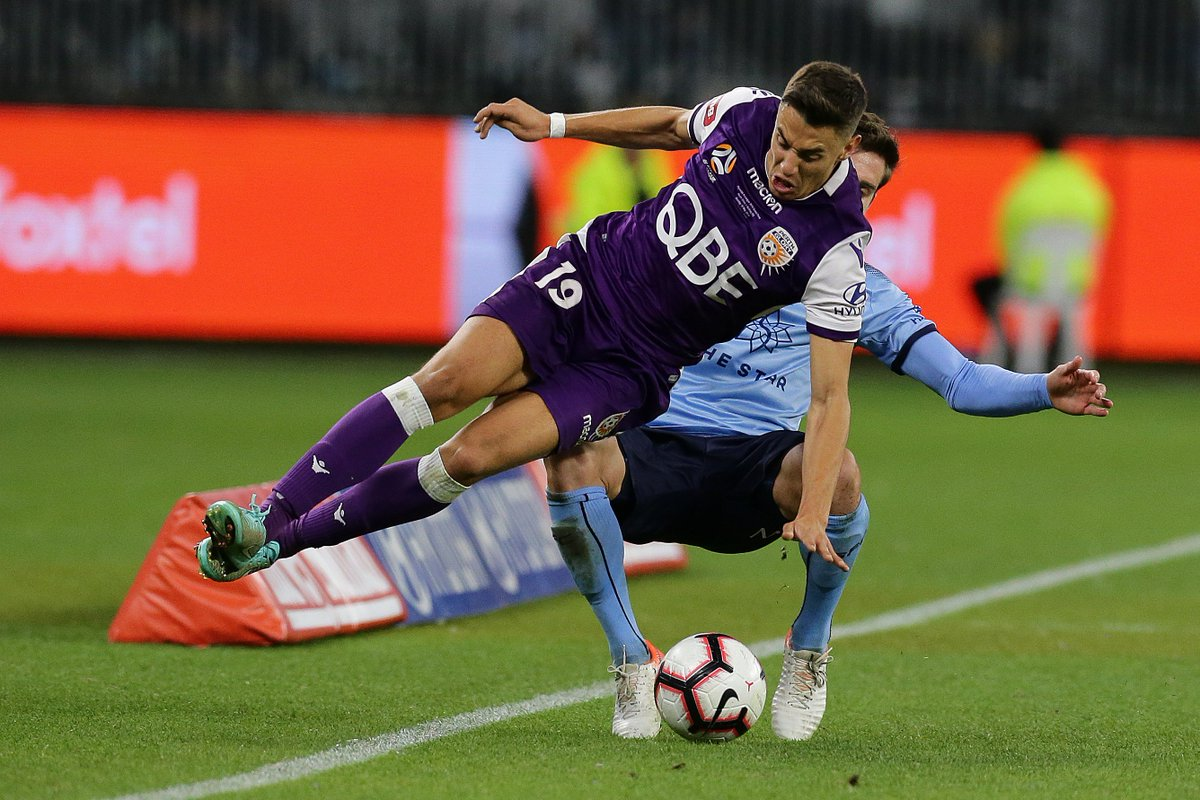 The tackles are flying in at Optus Stadium - neither side relenting in their physical pressure on the ball.  (0-0) #ALeagueGF #FeelTheFinals #OneMission #OneGlory