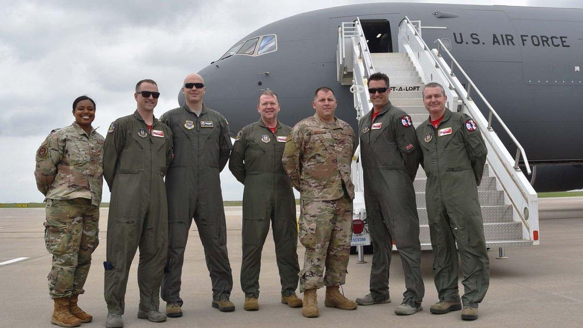 """Boeing تنهي الإختبارات على """"طائرة الصهريج الأولى KC-46 Pegasus"""" لسلاح الجو الأمريكي. D67Gj1lXoAEX5qJ"""