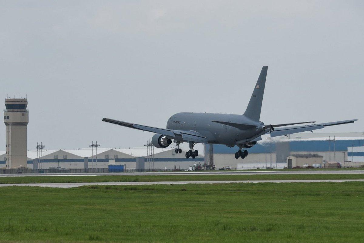 """Boeing تنهي الإختبارات على """"طائرة الصهريج الأولى KC-46 Pegasus"""" لسلاح الجو الأمريكي. D67Gj1mW4AEdyV2"""