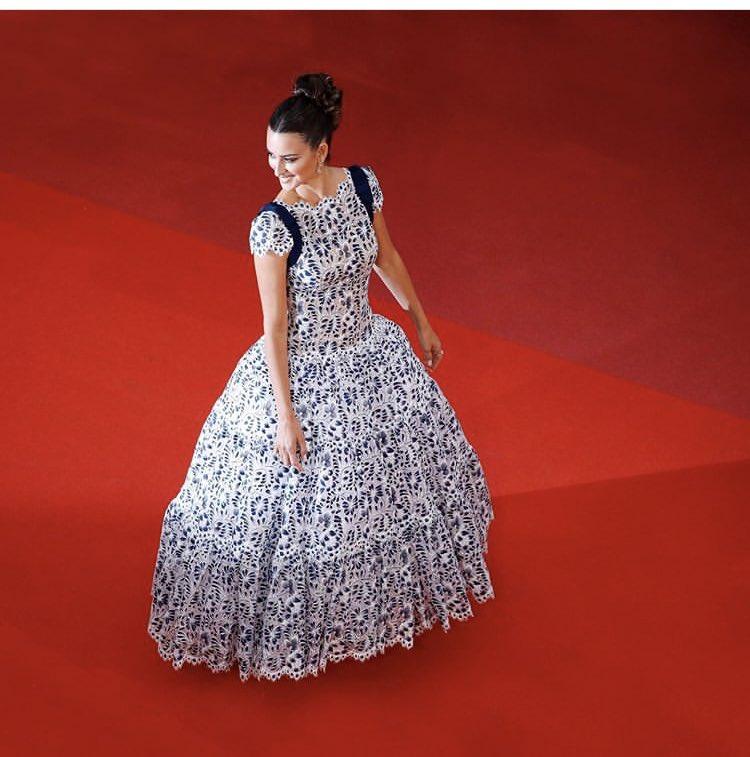 Credo che sia uno degli abiti più belli in assoluto #CHANELinCannes #PenelopeCruz