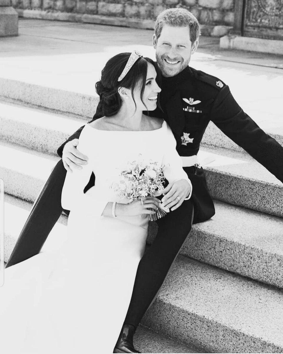 """Un anno d'amore infinito """" So Lucky """" per tutta la vita ognuno di noi merita la sua favola d'amore 💓💗🥰❤ #HarryandMeghan #SoLucky #favoladamore #foreverlove #myfollowers #UnBacioFatato #RoyalFamily https://twitter.com/LadymiaMicky/status/1130072609993961472/photo/1pic.twitter.com/fm68iem23N"""
