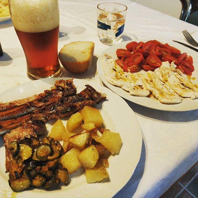 Pranzo domenicale... Claudia è a dieta..... Io no 🤣 #sunday #sundaymood #lunch #sundaylunch #diet