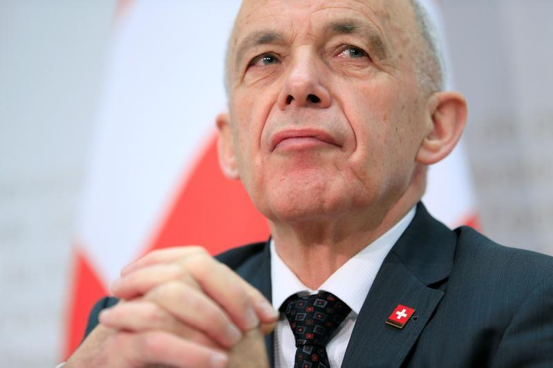 Swiss voters approve tax and pension overhaul: TV http://www.reuters.com/article/us-swiss-tax-idUSKCN1SP0AO?utm_campaign=trueAnthem%3A+Trending+Content&utm_content=5ce140afa78c46000108ee63&utm_medium=trueAnthem&utm_source=twitter …