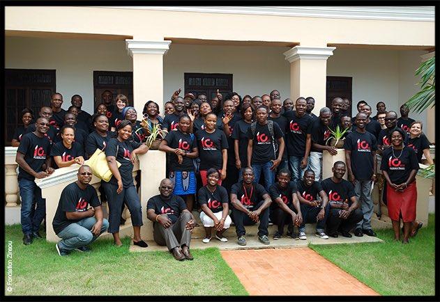 La #FondationZinsou c'est aussi une #équipe motivée, au sein de laquelle des liens d'amitiés se sont créés au fur et à mesure des années. #bestteam #MuséeOuidah #MiniBibliotheques #expositions #Cotonou #BusCulturel #PetitsPinceaux #administration #FriendsMW #MuseumWeek