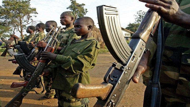 スーダンは4月イエメンに600人の民兵を派遣し、そのほとんどが18歳未満の子供である。彼らはお金のためにだけ戦ったことを外国報道インタビューで答えている。傭兵への支払いは、Saudisが一部所有するFaisal Islamic Bank of Sudanに直接振り込まれると言われている。