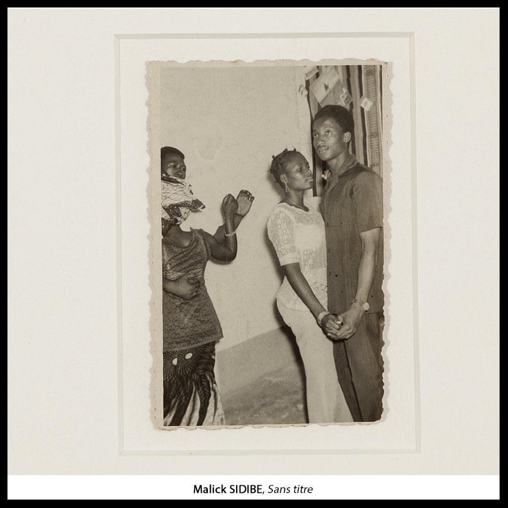 «Il y avait des clubs. Les jeunes dansaient follement ! C'était des groupes d'amis, de 30 à 40 jeunes. Tout s'organisait en commun.» #MalickSidibé a photographiait les surprises-parties au #Mali à #Bamako dans les années 60-70. #FriendsMW #MuseumWeek #FondationZinsou