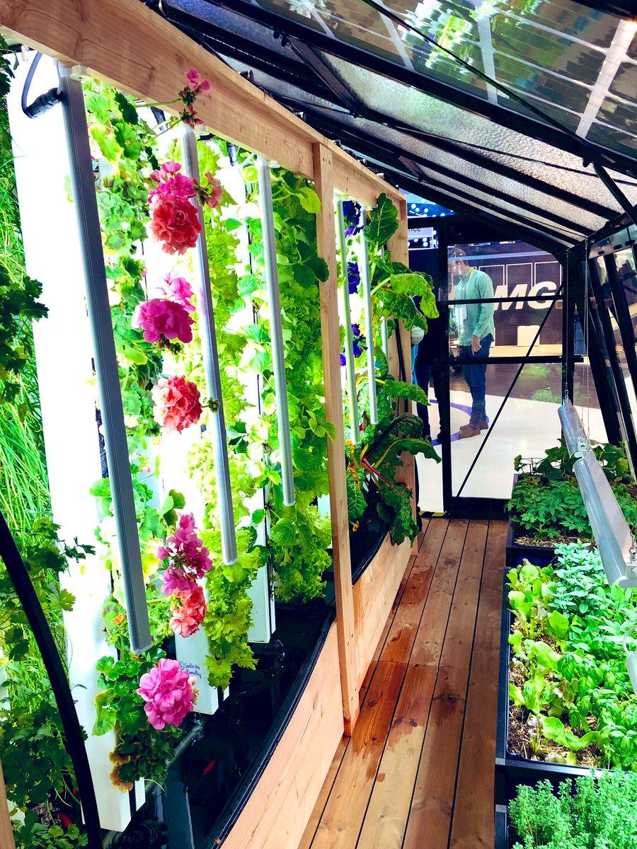Un de mes coups de cœur sur #VivaTech: la serre connectée de @myfood pour produire ses légumes et contribuer à la #transition #écologique. Pour les particuliers ET les entreprises... 💙🥬 #IoT