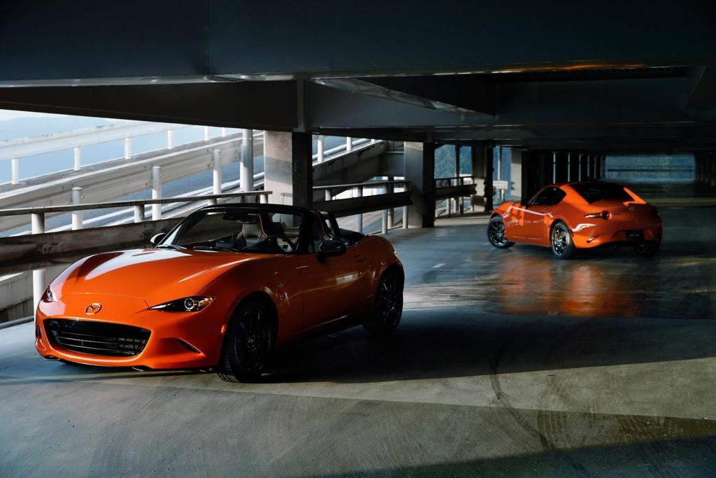 """""""The 30th Anniversary @MazdaUSA Miata comes in both soft top and RF configurations; the RF being that odd, yet workable retractable hardtop/targa top arrangement that is as striking as it is practical."""" https://lttr.ai/CcPk"""