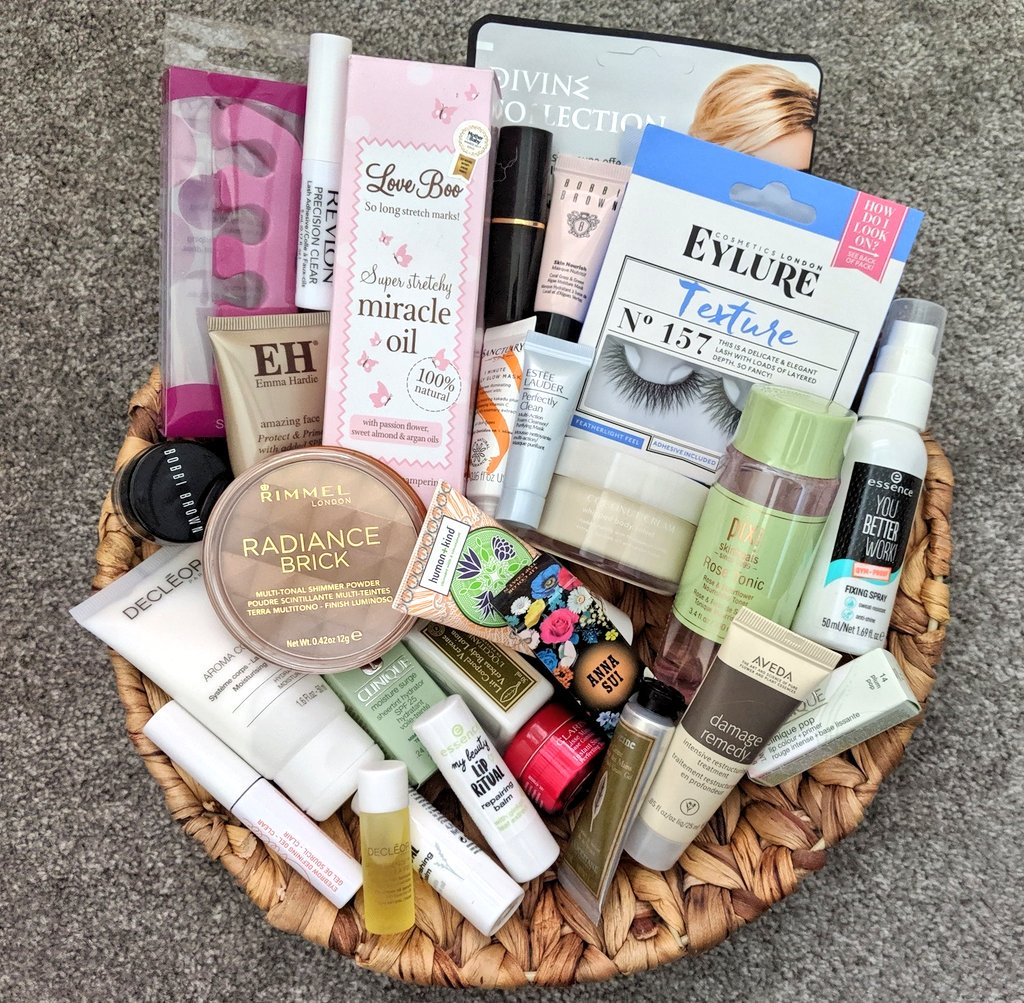 Follow &amp; RT to win a beauty bundle   UK only, must RT this tweet, quoted or copied tweets will not count. Ends 24/05 @ 8pm. Winner will get all beauty products in image   Tag a friend so they can enter too  <br>http://pic.twitter.com/eCRGxfNrWy