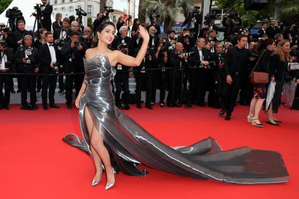 #HinaKhan shines brighter as she rules the #RedCarpet on day 5!! #Cannes2019  #Cannes #CannesFilmFestival #CannesFilmFestival2019 @eyehinakhan you rock girl. So proud of you!!<br>http://pic.twitter.com/wHGEWYcyuh