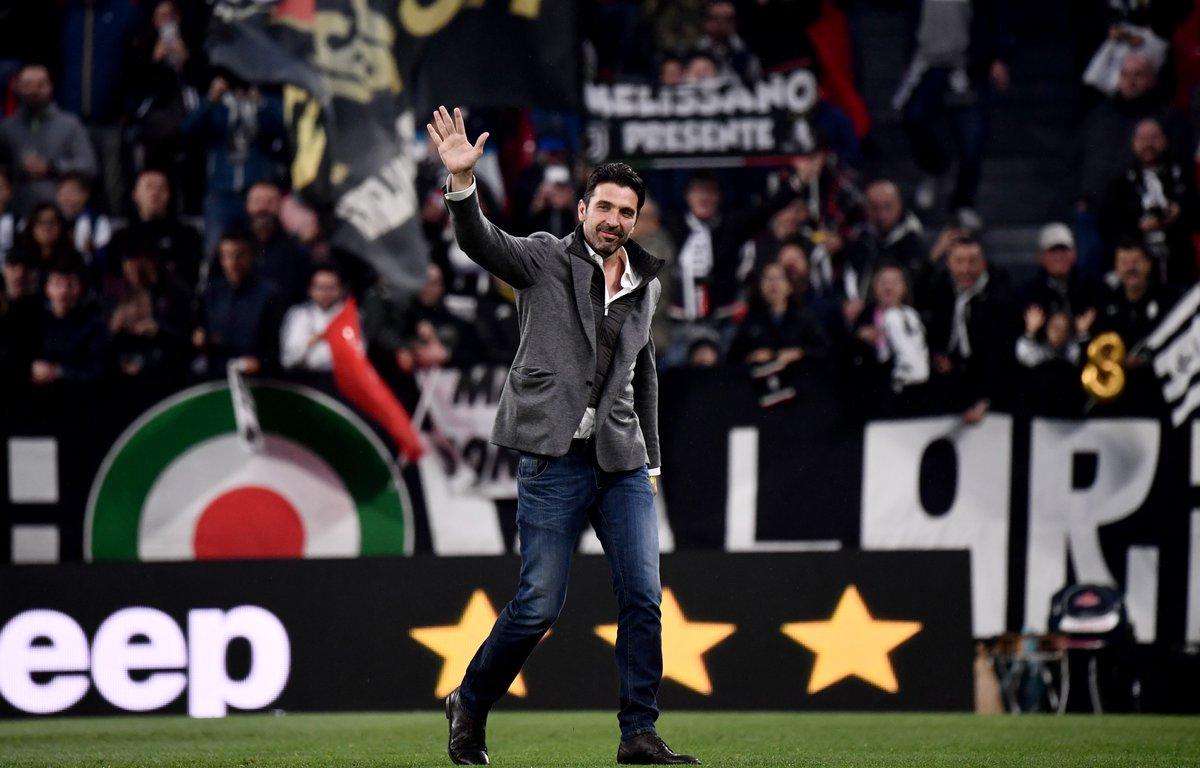 Gigi Buffon back at Juventus tonight ⚫⚪😍