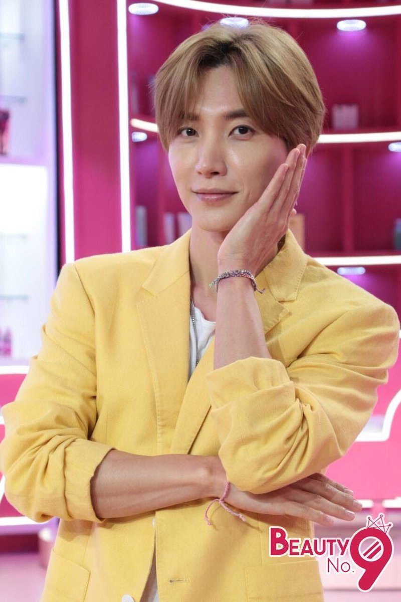 """พรุ่งนี้อย่าลืมนัดของเรา! เวลา 8.30 น. มารอต้อนรับพิธีกรคนเก่ง """"อีทึก Super Junior"""" และแขกรับเชิญสุดพิเศษ 2 สาว  """"OH HAYOUNG และ PARK CHORONG"""" แห่งวงเกิร์ลกรุ๊ปชื่อดัง #Apink ณ สตูดิโอเวิร์คพอยท์ แล้วเจอกันนะจ๊ะ #BeautyNo9 #KoreanBeauty #Workpoint23 #Leeteuk"""
