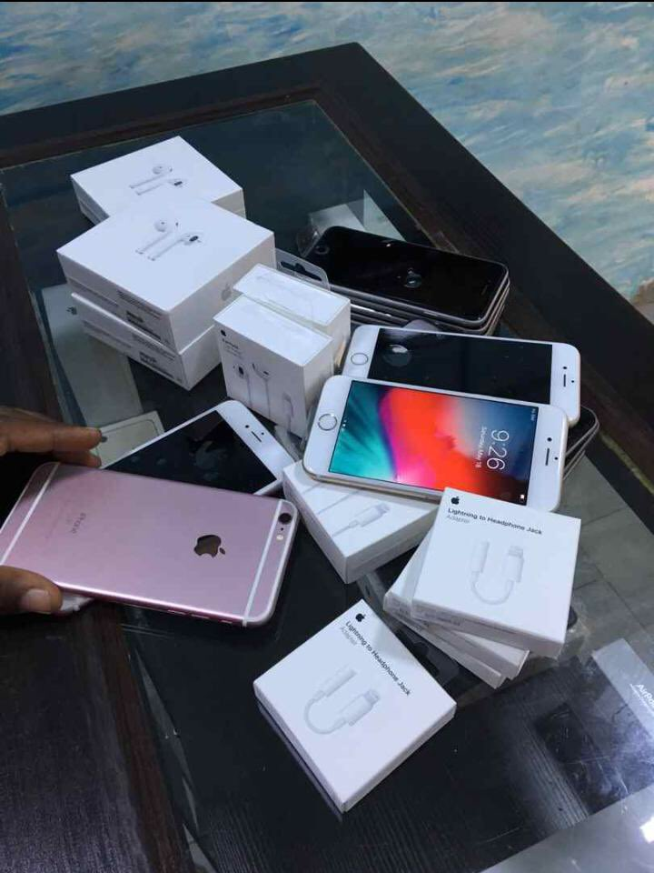 NEW STOCK ALERT  You see those Apple AirPod, I sell them as cheap as 62k. Have got some Original apple earpiece and earpiece adapter too, all brand new  Pls help my business grow by RTing this message  <br>http://pic.twitter.com/ScU761RM4k