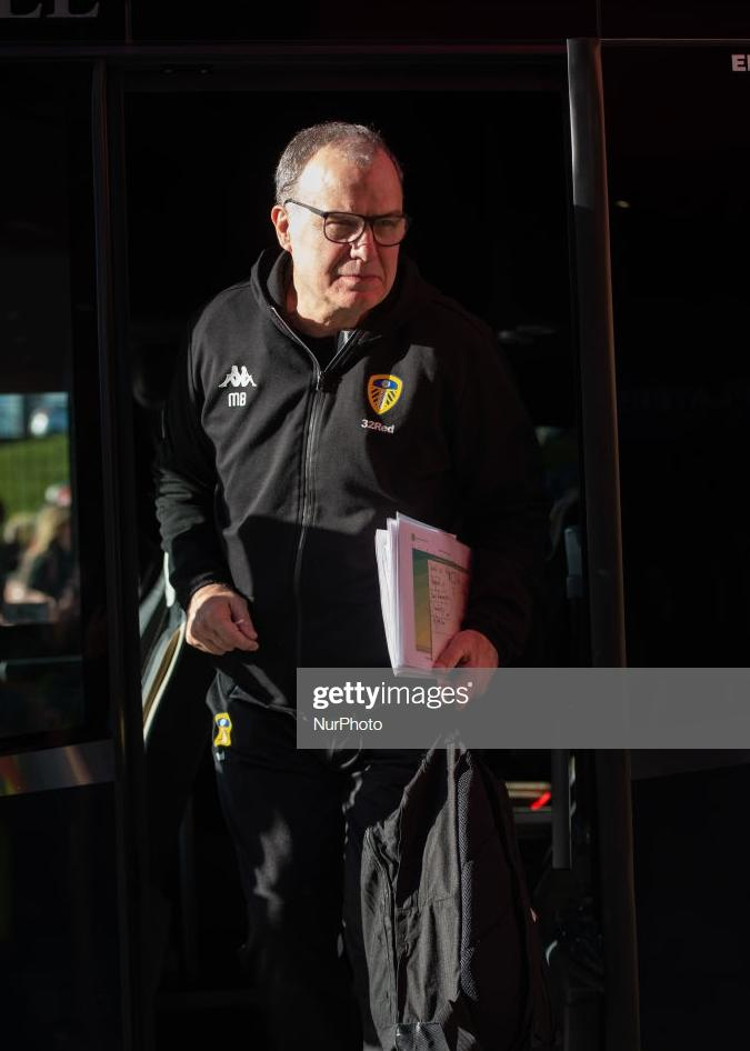 Huge thanks to @PaulDon013 for spotting a photo of Marcelo Bielsa holding a print-out of one of my scatter graphics - thats blown my mind, quite frankly.