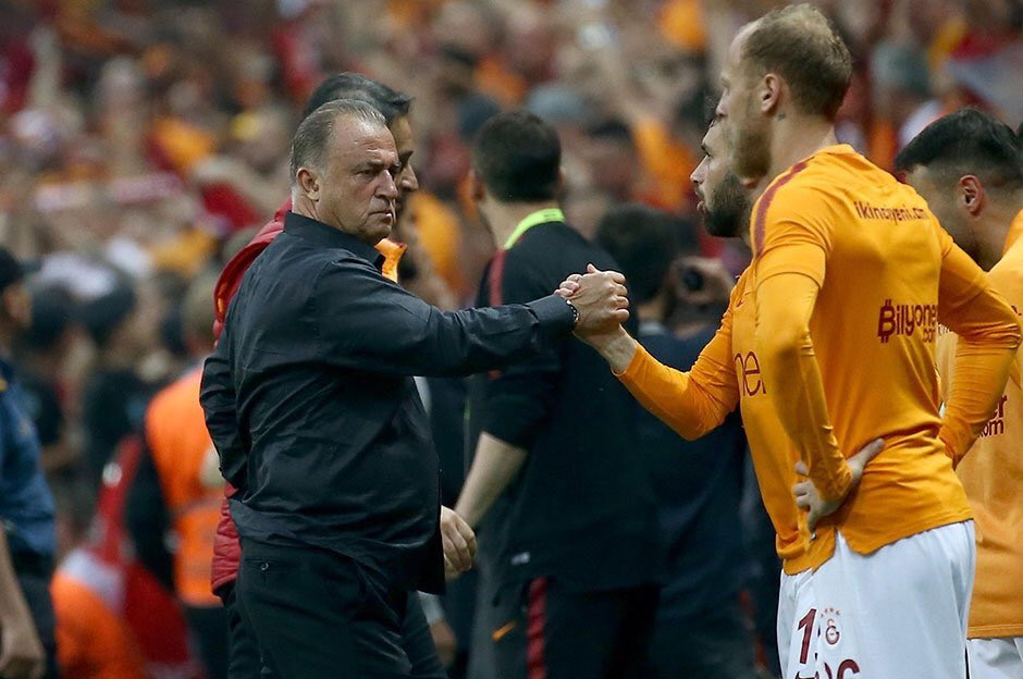 It's over: #Galatasaray are champions of Turkey for the 22nd time! Cimbom beat #Başakşehir and qualify to the Champions League group phase.