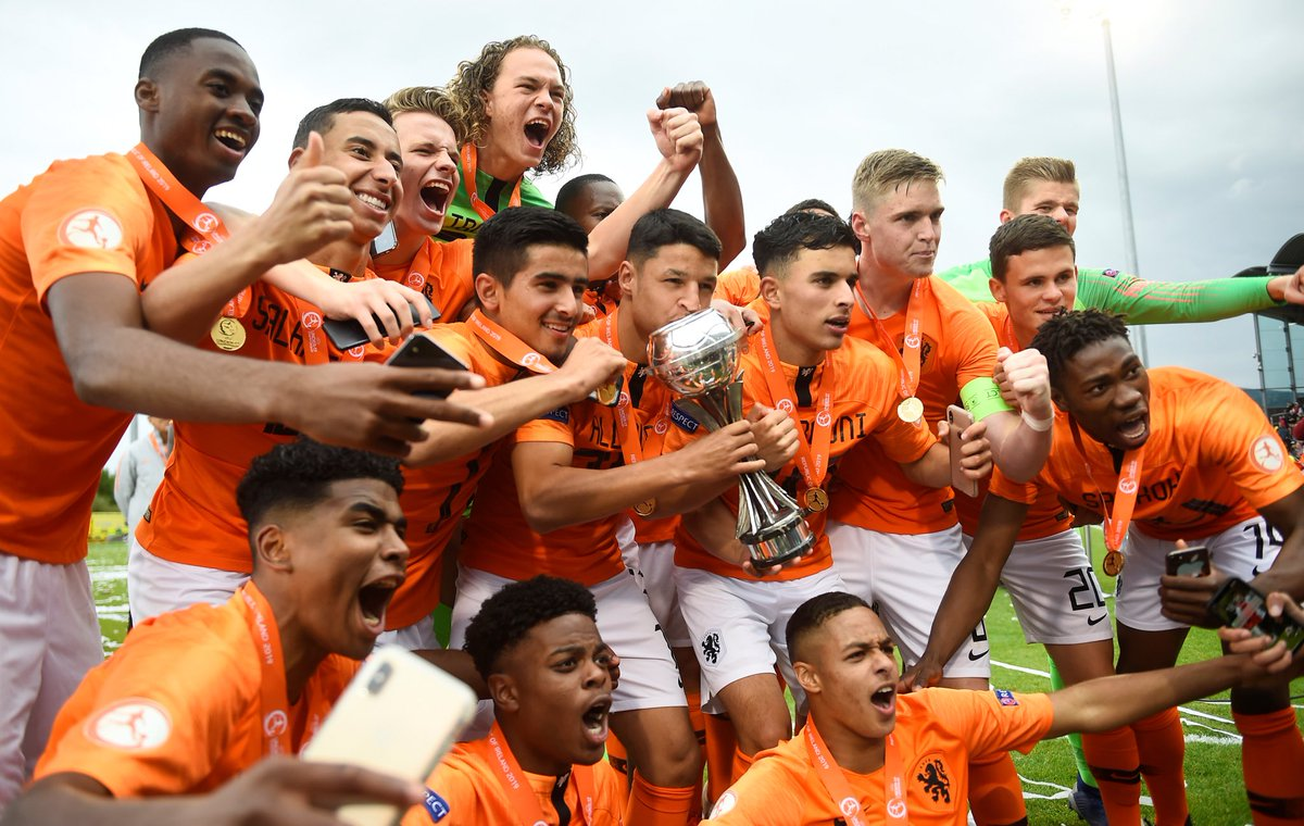 European champions for the second time in a row! 🇳🇱Congratulations players and staff of @OnsOranje Under 17 👍 #OranjeO17