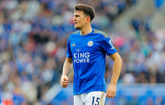 Man City will press ahead with attempts to sign Harry Maguire after confirming Kompany's departure.  Maguire isPep's №1 choice to replace Kompany and the City manager even approached the Leicester defender on the pitch at the Etihad to express his admiration.  [via @MailSport]