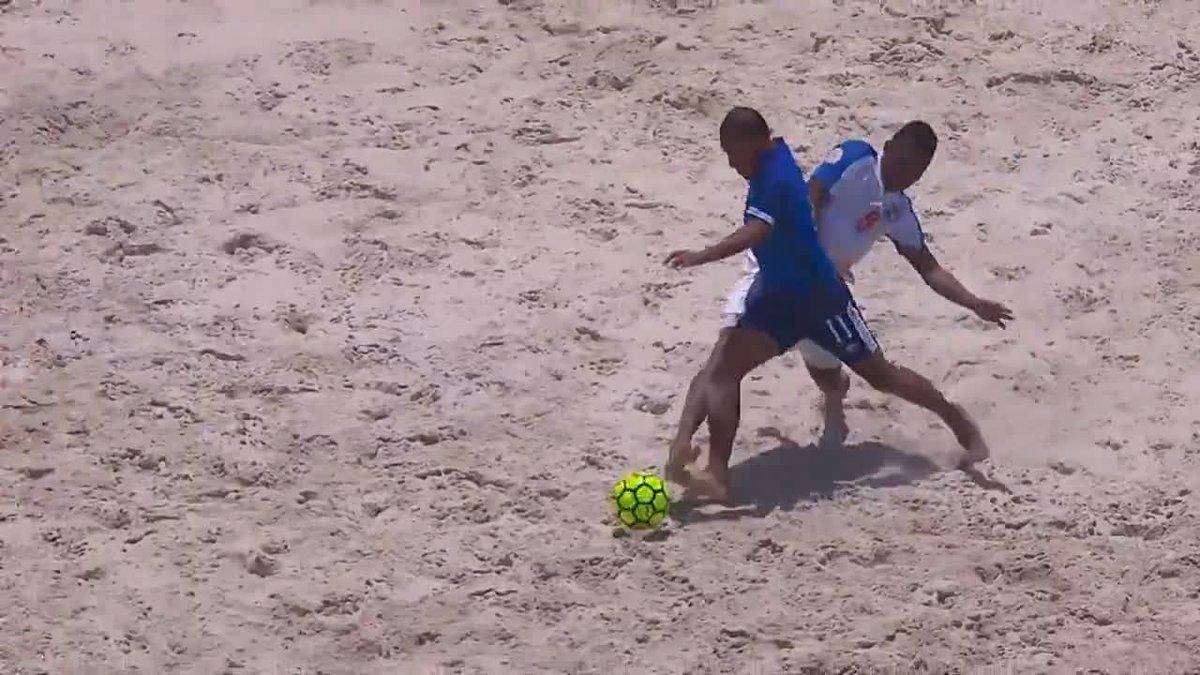 Con tres goles de Francisco Velázquez, @fesfut_sv vence 8-3 a @fepafut y logra el tercer lugar en #CBSC.