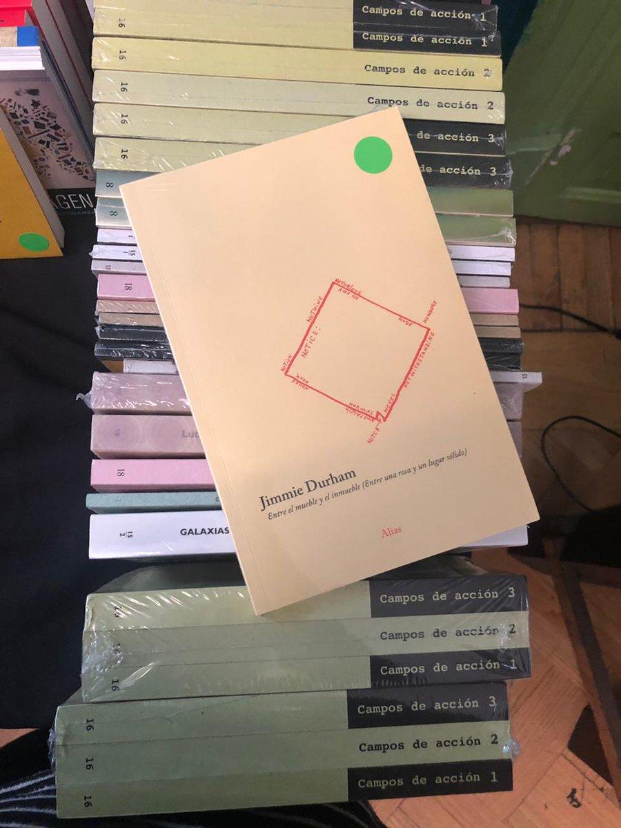¡Jimmie Durham ganó el León de Oro en la Bienal de Arte de Venecia y por acá tenemos uno de sus libros! Los esperamos con más de estas joyas hasta las 7:00 pm en @el77cultural. @Aliaseditorial